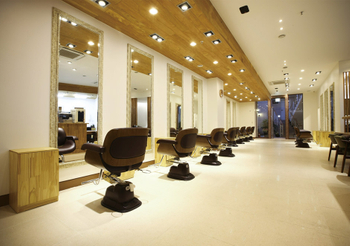 7520a388-940-WITH-beauty-salon3